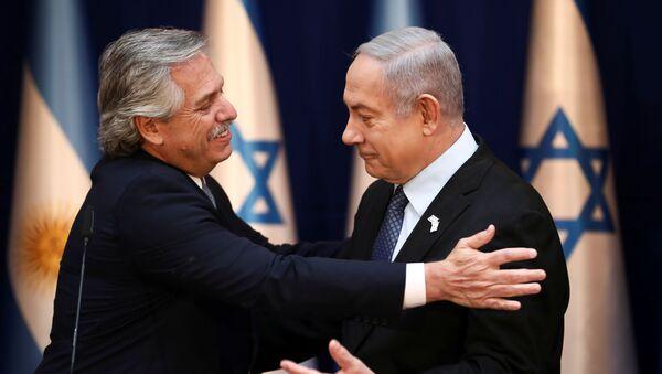 El presidente de Argentina, Alberto Fernández, y el primer ministro israelí, Benjamín Netanyahu - Sputnik Mundo