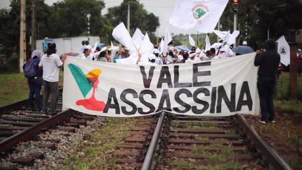 Manifestantes del Movimiento de Afectados por las Represas marchan desde Belo Horizonte hasta Brumadinho - Sputnik Mundo