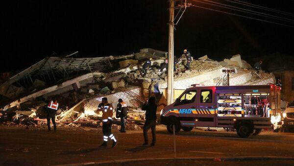 Lugar del terremoto en Elazig, Turquía - Sputnik Mundo