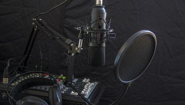 Un micrófono  - Sputnik Mundo