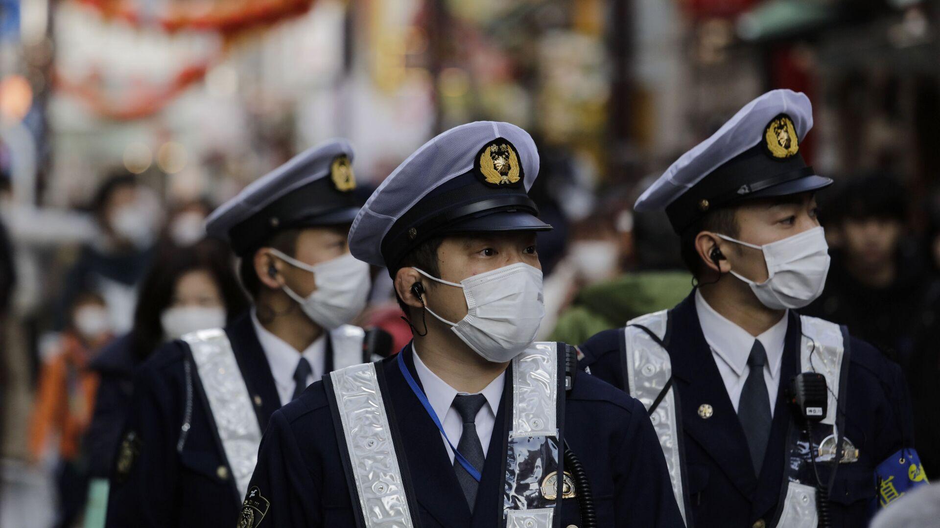 Policías japoneses con mascarillas - Sputnik Mundo, 1920, 06.08.2021