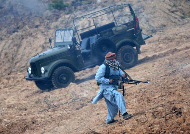 Vehículo GAZ-69 durante reconstrucción de una escena de la guerra en Afganistán