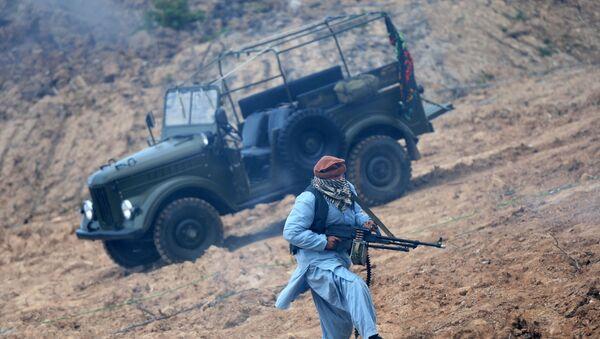 Vehículo GAZ-69 durante reconstrucción de una escena de la guerra en Afganistán - Sputnik Mundo