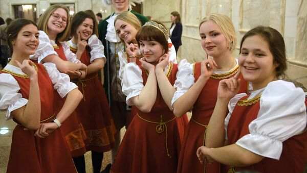Estudiantes de la Universidad Estatal de Moscú durante las celebraciones del Día del Universitario  - Sputnik Mundo