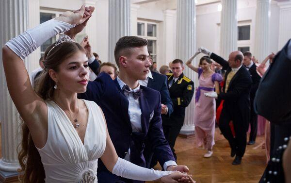 Un baile de gala con motivo del Día del Universitario se lleva a cabo en la Universidad Estatal de Sebastopol - Sputnik Mundo