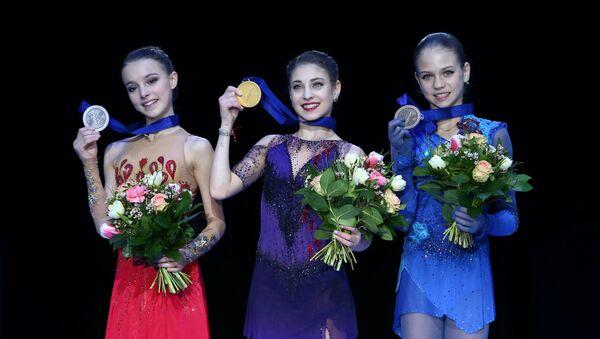 Patinadoras rusas Anna Shcherbakova, Aliona Kostornaya y Alexandra Trúsova - Sputnik Mundo