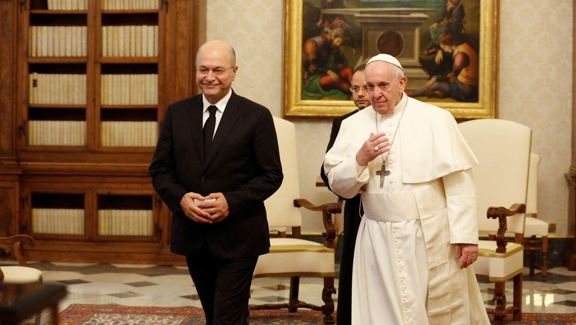 El presidente de Irak, Barham Salih, junto al papa Francisco - Sputnik Mundo, 1920, 25.01.2020