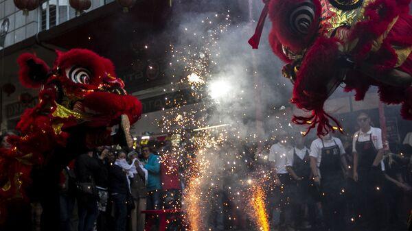 El Año Nuevo chino marca el inicio de un nuevo ciclo lunar. Este año está representado por la rata de metal que simboliza la prosperidad, la persistencia y la supervivencia.  - Sputnik Mundo