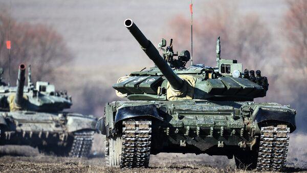 Los tanques T-72B3 (archivo) - Sputnik Mundo