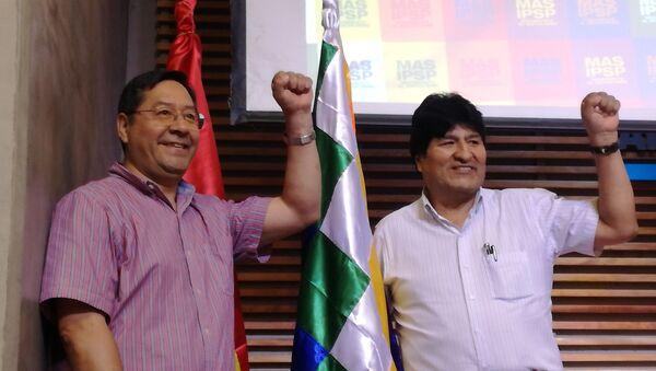 Luis Arce, candidato presidencial del Movimiento Al Socialismo, y Evo Morales, expresidente de Bolivia - Sputnik Mundo