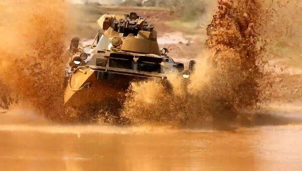 Una autoescuela de blindados: así los militares rusos aprenden a manejar tanques - Sputnik Mundo