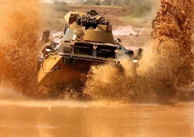 Una autoescuela de blindados: así los militares rusos aprenden a manejar tanques