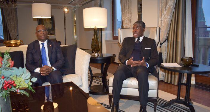 Teodoro Nguema Obiang Mangue (derecha), vicepresidente de Guinea Ecuatorial