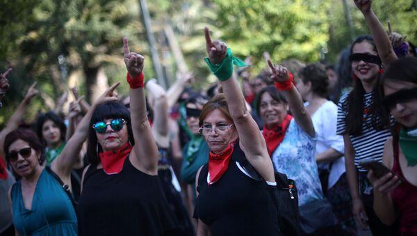 Performance Un violador en tu camino de manifestantes en Chile - Sputnik Mundo