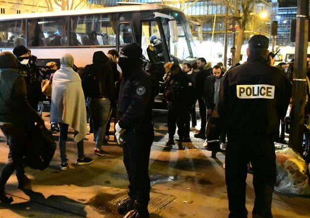 Desalojo de campamentos de migrantes irregulares en la Puerta de Aubervilliers, en la periferia norte de París