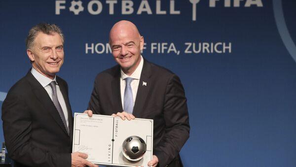 El expresidente argentino Mauricio Macri y el presidente de la FIFA, Gianni Infantino - Sputnik Mundo