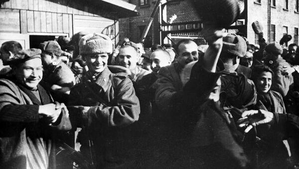 Liberación del campo de concentración Auschwitz por el Ejército Rojo - Sputnik Mundo