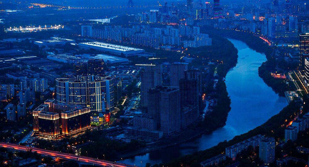 La vista general de Moscú desde el rascacielos Oko