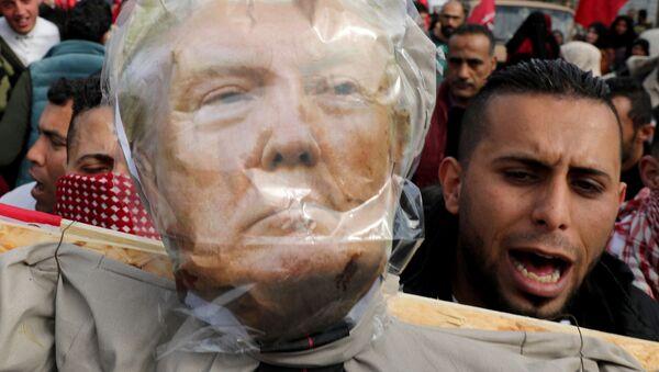 Manifestantes protestan contra el plan de paz de Trump para Oriente Medio - Sputnik Mundo