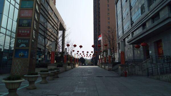 Una calle vacía en Wuhan, la ciudad en cuarentena por el coronavirus - Sputnik Mundo