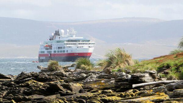 Un crucero cerca de la costa de las Islas Malvinas (Falklands). Imagen referencial - Sputnik Mundo