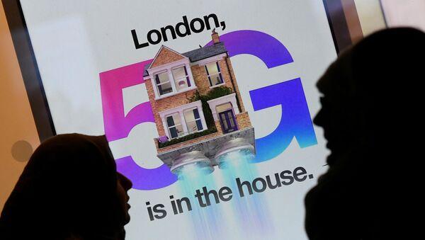 Poster de la tecnología 5G en Londres - Sputnik Mundo