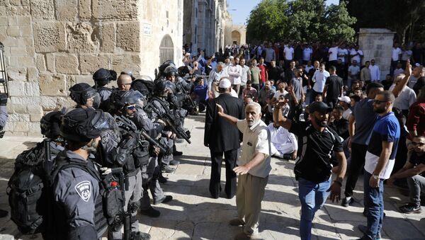 Los palestinos protestan en la Explanada de las Mezquitas en Jerusalén (archivo) - Sputnik Mundo