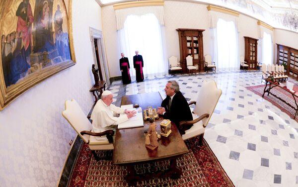 El papa Francisco recibe en Vaticano al presidente de Argentina, Alberto Fernández - Sputnik Mundo