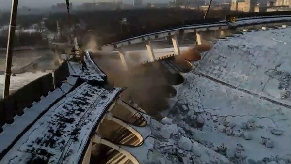 Se desploma el techo del polideportivo Petersburgski durante la demolición - Sputnik Mundo