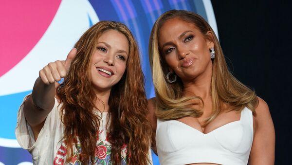 Las estrellas pop Shakira y Jennifer Lopez - Sputnik Mundo