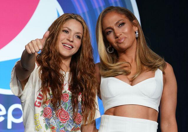 Las estrellas pop Shakira y Jennifer Lopez