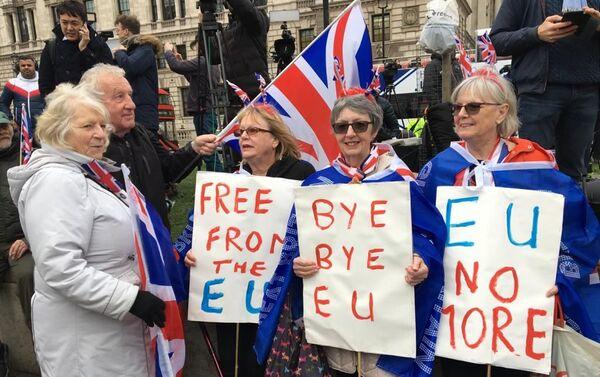 Los partidarios del Brexit se reúnen en el Parliament Square en Londres - Sputnik Mundo