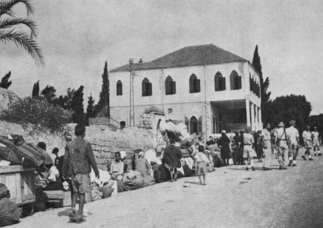 Refugees escorted from Ramla 1948