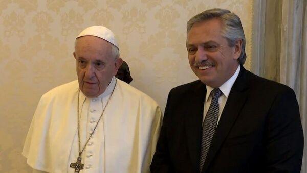 Así fue el memorable encuentro entre Alberto Fernández y el papa Francisco - Sputnik Mundo