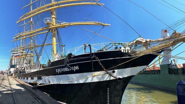 El velero ruso Kruzenshtern llega al puerto de Montevideo - Sputnik Mundo