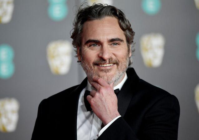 El actor Joaquin Phoenix en la alfombra roja de los premios BAFTA