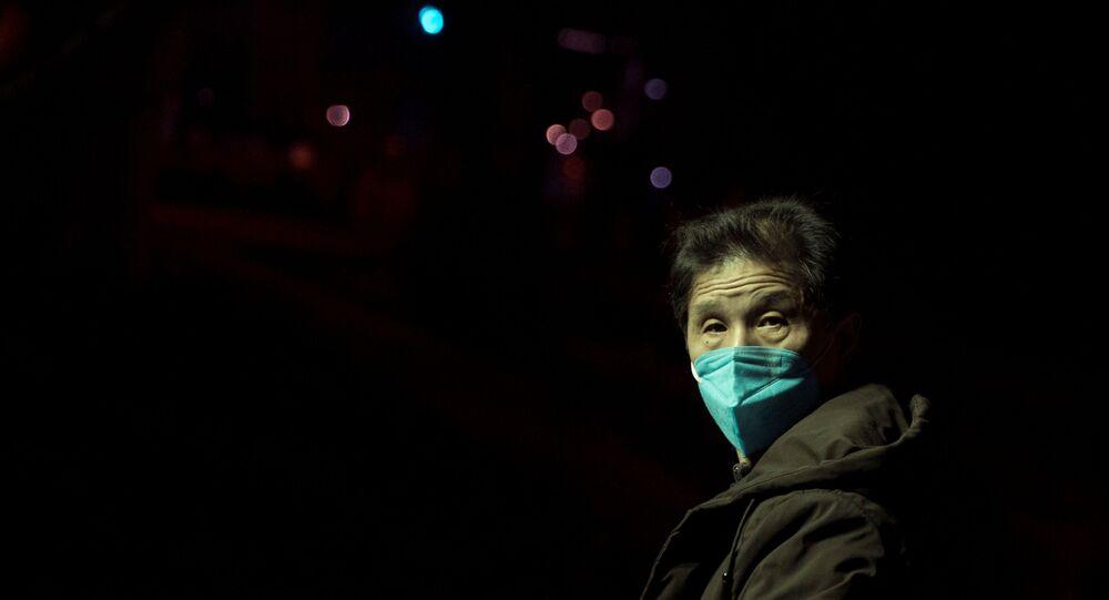 Un chino en la mascarilla