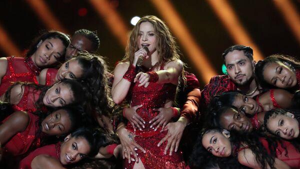 La cantante colombiana Shakira durante su actuación en el intervalo del Super Bowl - Sputnik Mundo