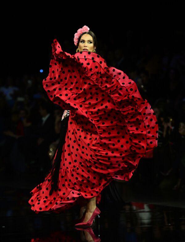 El Salón Internacional de la Moda Flamenca en Sevilla  - Sputnik Mundo