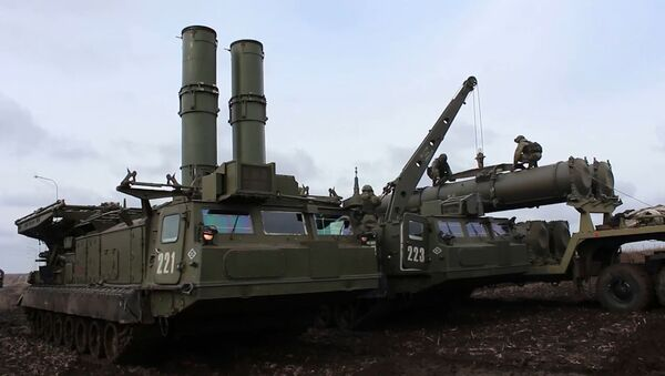 Militares rusos prueban los nuevos sistemas antiaéreos S-300V4 - Sputnik Mundo