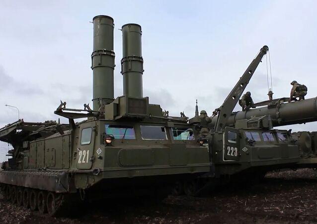 Un nuevo vídeo muestra cómo los artilleros rusos prueban los nuevos sistemas de defensa aérea S-300V4.