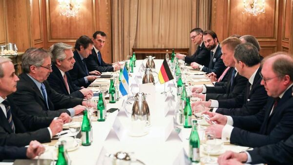 Alberto Fernández, presidente de Argentina, en la reunión con líderes de empresas alemanas en Berlín - Sputnik Mundo