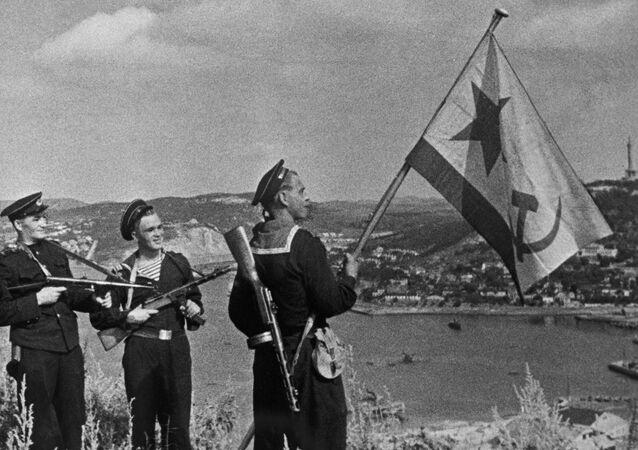 Los marines soviéticos en Port Arthur, China (archivo)