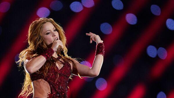La cantante colombiana Shakira durante su espectáculo en el Super Bowl de EEUU - Sputnik Mundo