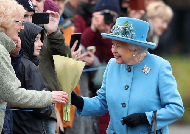 La reina Isabel II de Inglaterra en su primera aparición oficial depués de que su nieto, Enrique, y su esposa, Meghan, anunciaran que renunciaban a sus deberes reales