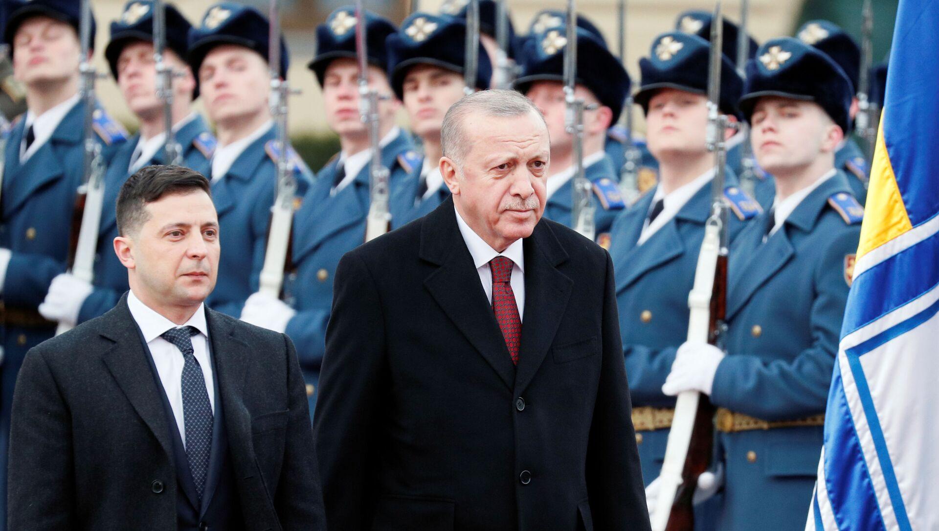 El presidente de Ucrania, Volodímir Zelenski, junto a su homólogo turco, Recep Tayyip Erdogan - Sputnik Mundo, 1920, 03.02.2020