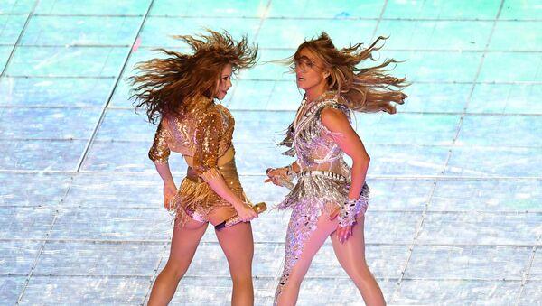 Desde Shakira y JLo hasta Madonna y Britney: los dúos femeninos que te dejarán sin aliento - Sputnik Mundo