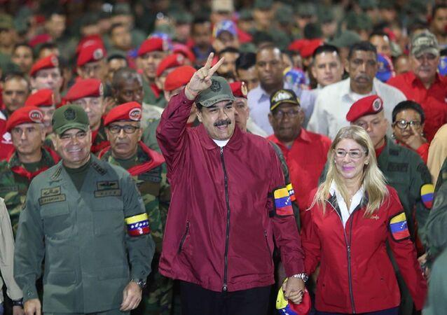 El presidente de Venezuela, Nicolás Maduro, encabeza una marcha cívico militar