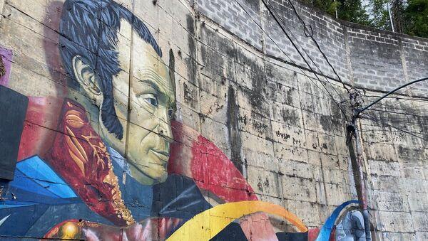 Mural de Simón Bolívar en el barrio de Chapellín, obra de Comando Creativo - Sputnik Mundo