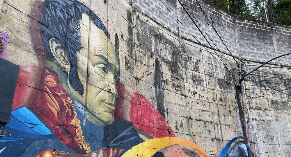 Mural de Simón Bolívar en el barrio de Chapellín, obra de Comando Creativo